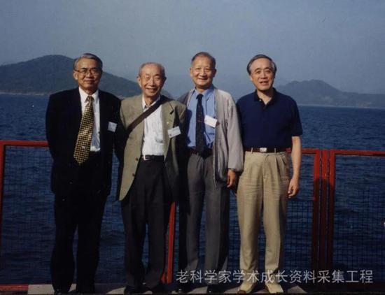 2001年,李吉均等人在香港科技大学访问(左起为李吉均、刘东生、吴新智、苏纪兰)