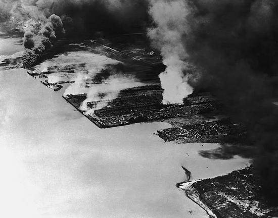 硝酸铵爆炸有多可怕?一艘装满化肥的货船炸毁了上千座建筑