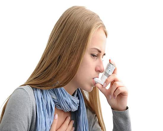患哮喘病的女孩。图片来源:图虫创意