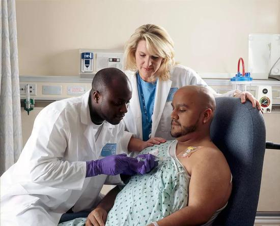 ▲化療依舊是重要的癌癥治療手段(圖片來源:[Public domain];Photographer:Rhoda Baer)