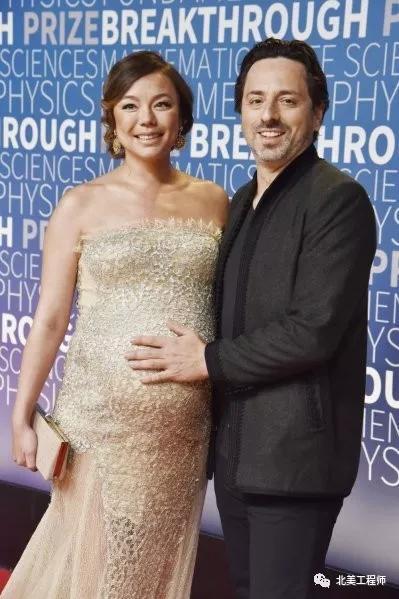 布林与伴侣出席颁奖典礼