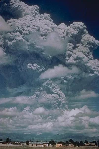 一项计划模拟了火山喷发的场景,其灵感源于 1991 年菲律宾皮纳图博火山喷发。图片来源:Wikipedia
