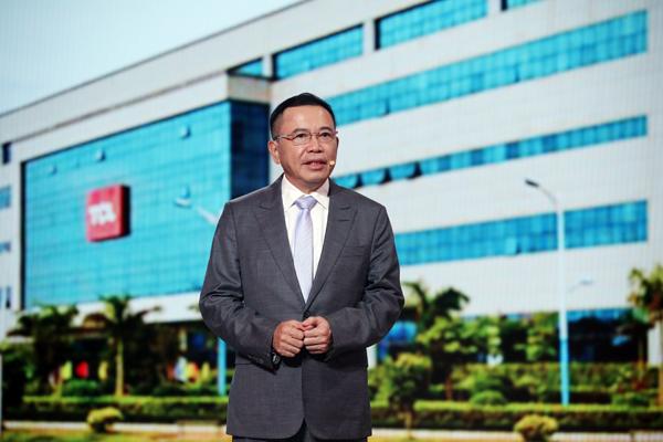 图为TCL创始人、董事长李东生为大家讲述企业三十多年的变革之路。新华网 陈杰 摄