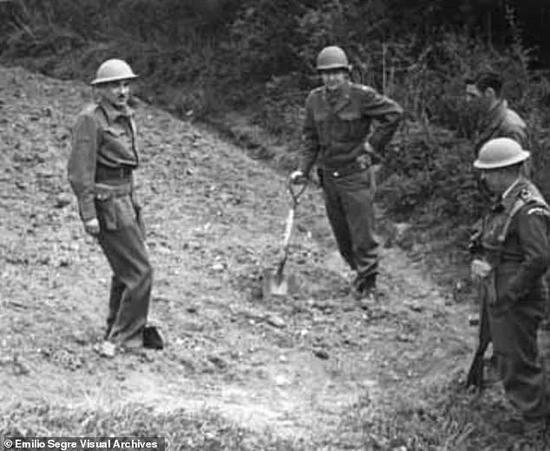 士兵们发现,纳粹科学家手中还掌握着核反应堆的隐藏部分及相关数据