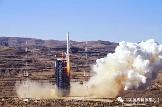 ▲ 2013年10月29日,太原卫星发射中心,长征二号丙运载火箭成功发射遥感卫星18号(崔岳豪 摄)