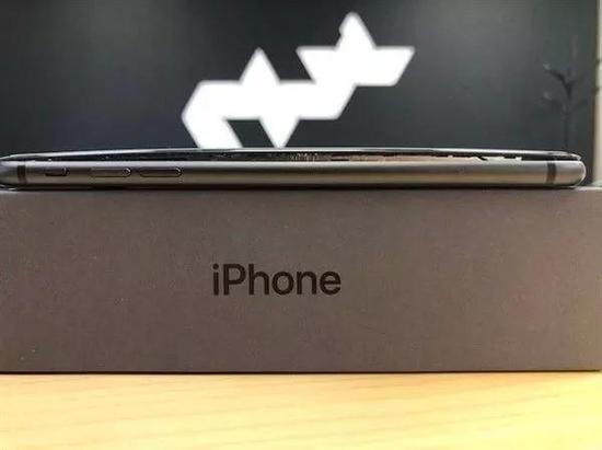 iPhone 8P发售18天7起爆裂:有人防爆炸把手机放锅里
