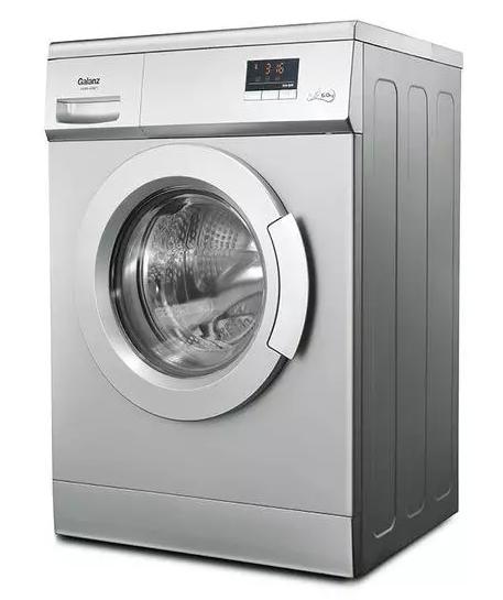 ↑这种类型洗衣机的排污口就隐藏在下面横着的塑料挡板里面