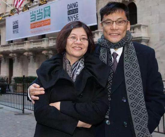 图:当当上市当天的李国庆和俞渝