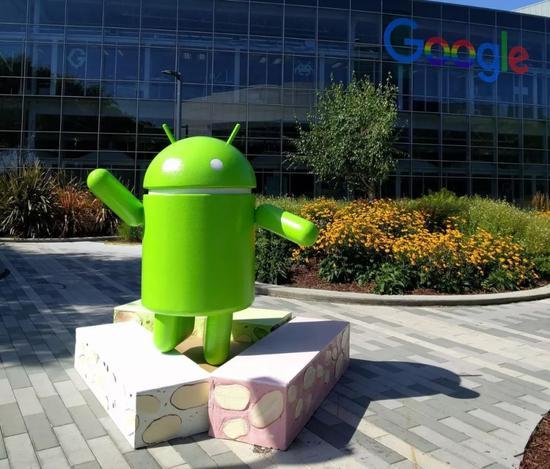 除了搜索业务,安卓操作系统也是谷歌旗下的产品。从这角度来看,谷歌从未远离中国。
