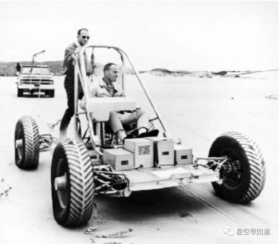 LRV原型车研制时代,承包商约请宇航员参与实际体验和改进设计