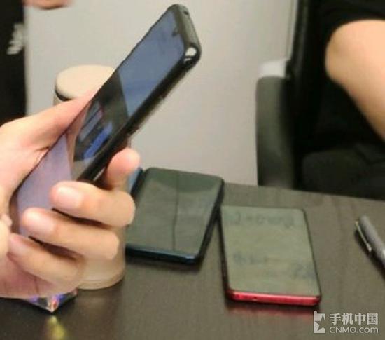红米骁龙855旗舰手机曝光(右)