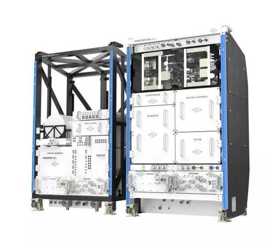 超冷原子物理实验柜(左)高精度时频实验柜(右)