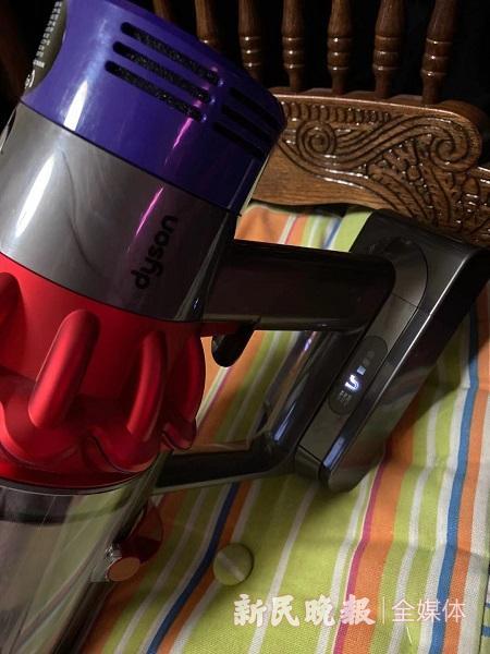 图说:这台戴森吸尘器一修再修 新民晚报记者 罗水元 摄(下同)