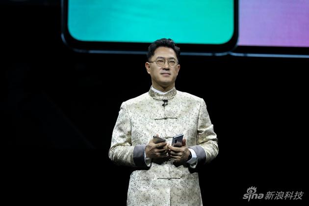 三星电子大中华区总裁权桂贤身着唐装参加发布会