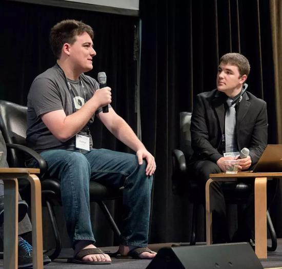 △ 帕胖 2014 年出席SVVR的一次小组讨论(注意他的鞋…)