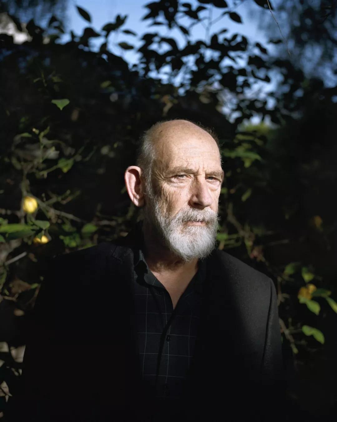 斯坦福大学理论物理学教授伦纳德·萨斯坎德在位于添州帕洛阿尔托的家中。
