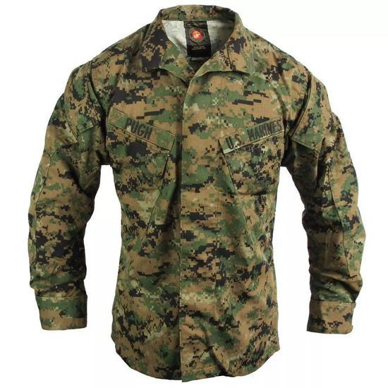 现在军队的迷彩服,看起来就和我的世界里出来的一样,这是为啥呢?