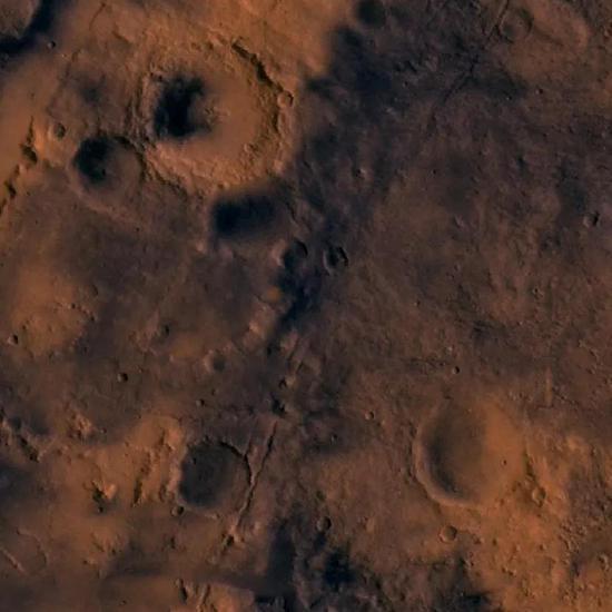 从维京1号轨道飞行器看到的Jezero陨石坑(右下)(图片来源:维基百科)
