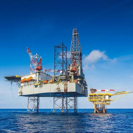 固定式海上采油平台 来源:https://liftingvictoria.com.au/ndt-wire-rope-inspection/attachment/oil-rig-category/