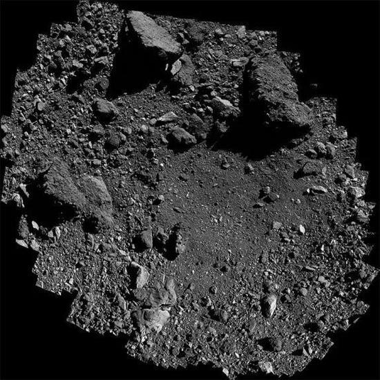 """从贝努形式上空250米处鸟瞰""""夜莺""""(Nightingale)——OSIRIS-REx的选定取样点。来源:NASA/戈达德/亚利桑那大学。"""