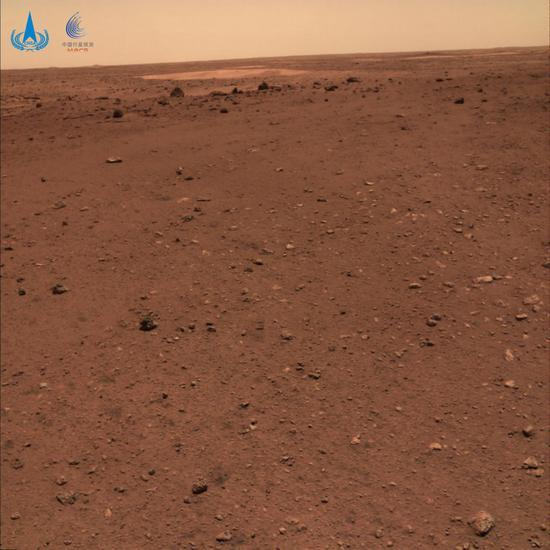 """火星地形地貌图,摄影:""""祝融号""""火星车"""