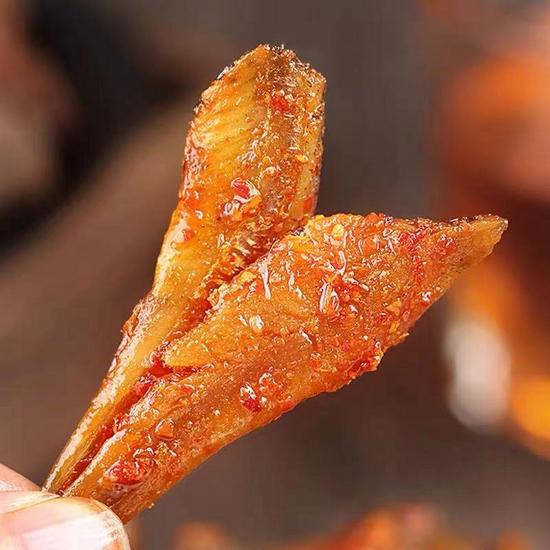小辣鱼零食是用什么鱼做的?是鱼疗店里的退休小鱼吗?太平洋在线下载