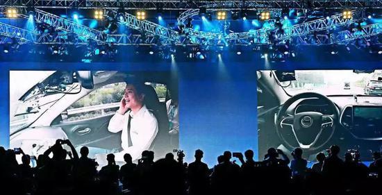 李彦宏乘坐百度的无人驾驶车。