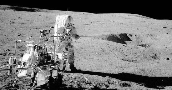 僅此一例:美國宇航員阿蘭·謝潑德在月球上打高爾夫球