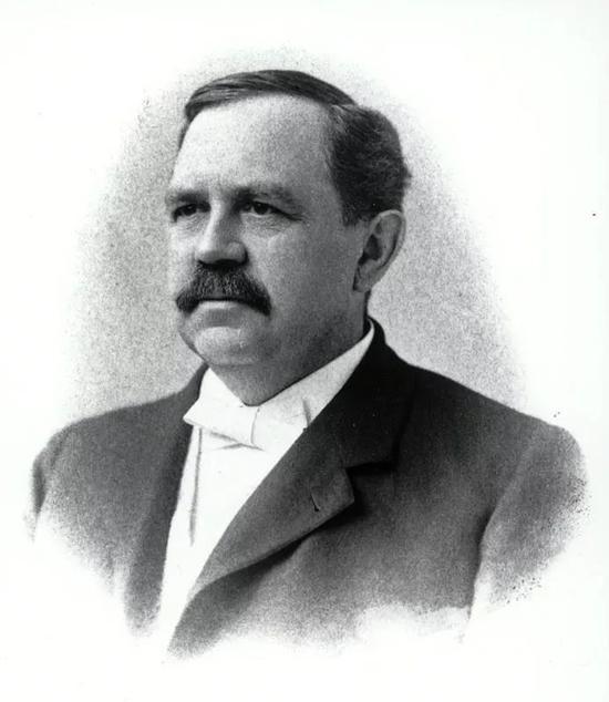 威尔伯 ・奥林・阿特沃特创建了一套计算食物能量的标准。