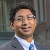 ▲这项研究的负责人Ravi Bellamkonda教授(图片来源:杜克大学生物医学工程系主页)