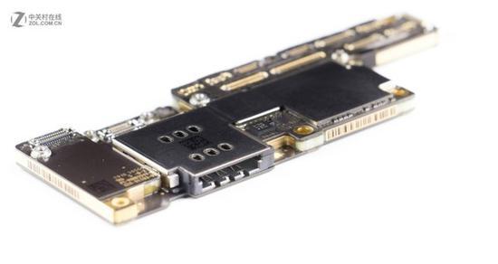 iPhone XS系列的层叠主板