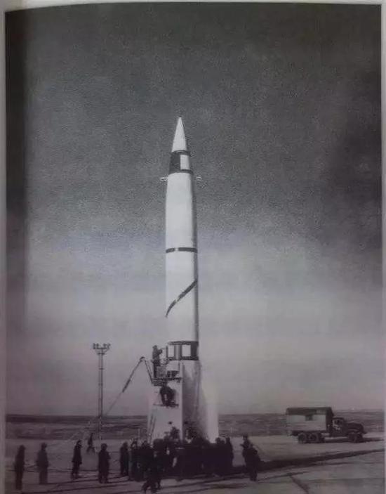 """""""1059""""导弹及参试人员在酒泉发射场进行飞行试验发射"""