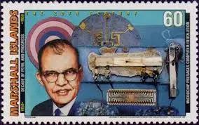 基尔比和他制作的第一块集成电路