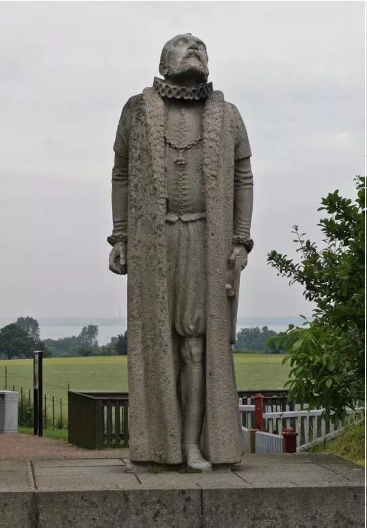 图8 第谷的雕像:仰望苍穹