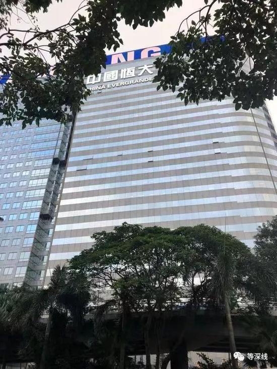 位于香港湾仔的中国恒大大厦《等深线》记者 周远征 摄影