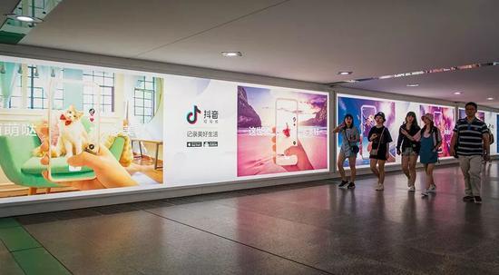 春节近一周,抖音日活增长了3000万,这个速度已经超过了当年的微信。图/视觉中国