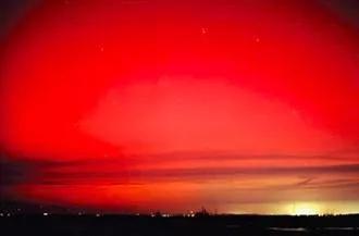 ▲ 1859年大磁暴期间,低纬地区观测到的红色极光