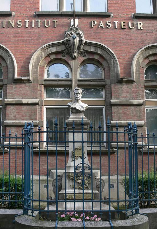 巴斯德研究所及其纪念雕像