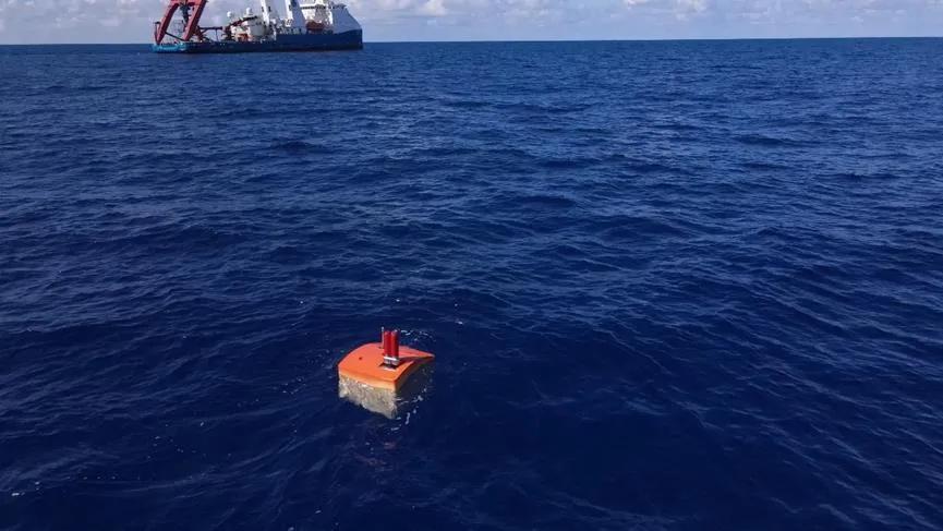 图3 安装有示位器的应急浮标从海底返回水面