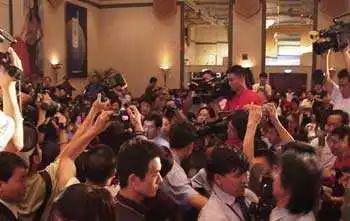 2001年中国大饭店会议厅现场 图片来源:搜狐娱乐