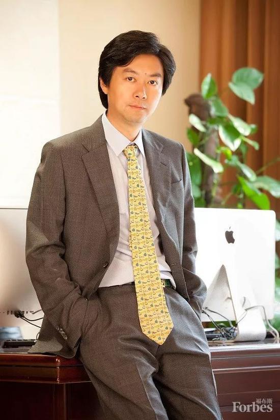 瑞华控股董事长张建斌通过设立基金会进行慈善捐赠,反哺社会。