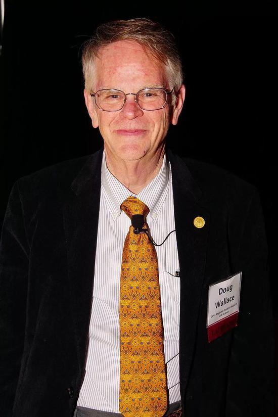 人类线粒体遗传学先驱Douglas C。 Wallace院士