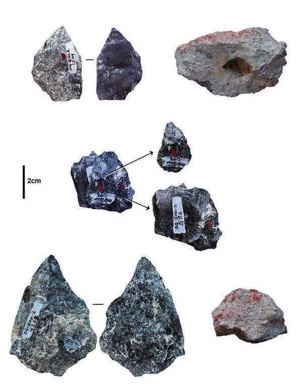 右边的两个物体展现了32万至50万年前在东非运用的颜料。悉数其他物体都是在同一时刻段内涵同一区域中运用的石材东西