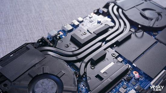 雷神911 Pro采用窄边框设计屏占比高达83%