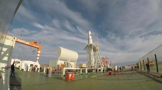 △长征十一号海上发射出发前