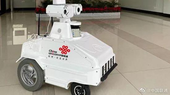 联通5G测温巡警机器人