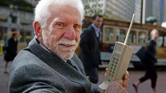 世界上第一部手机的发明人,马丁·库帕