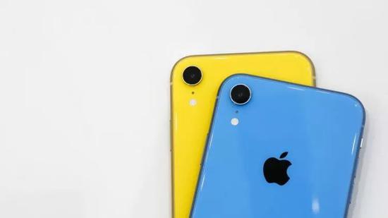 iPhone XR(图片来自CNET)
