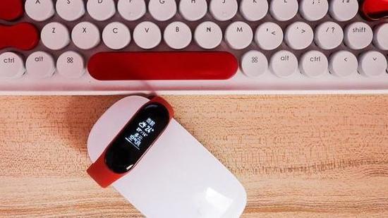 小米手环4消息流出 普通版与NFC版本直接连接充电器