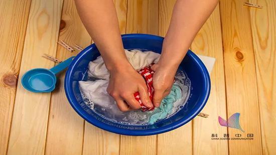 襪子和內褲能不能一起洗?其實內褲比襪子臟多了